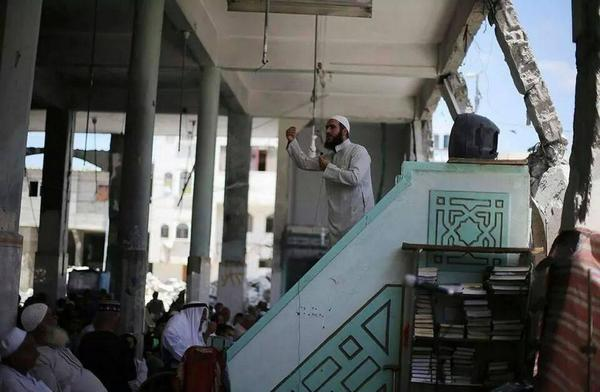 Palestinians pray in bombed mosque in Gaza