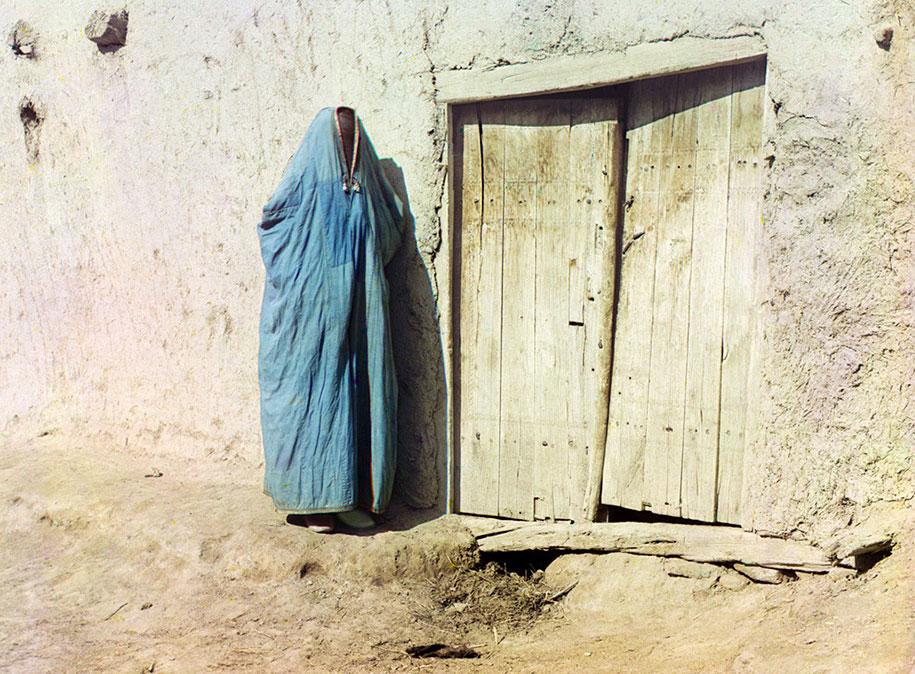 "8 Sart woman in purdah in Samarkand, Uzbekistan, ca. 1910. Until the Russian revolution of 1917, ""Sart"" was the name for Uzbeks living in Kazakhstan"